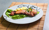 Grilled pork with lemon and salad — Stock Photo