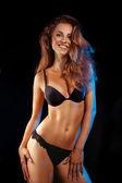 Schoonheid vrouw in zwarte lingerie glimlachen op camera — Stockfoto