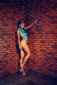Sensuale donna adulta in lingerie e sciarpa — Foto Stock