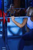 豪華なスポーツ トレーニングで女性 — ストック写真