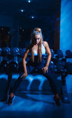 Voluptuous blonde woman sit on dumbbell — 图库照片