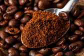 Close up photo of spoon with ground coffee — Stock Photo
