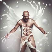 Strong sexual man in milk screaming — Stockfoto