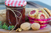 Home made raspberry jam with home made healthy cookies — Zdjęcie stockowe