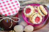 Home made raspberry jam with healthy cookies — Stock Photo