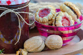 Home made raspberry jam with home made healthy cookies — Stock Photo