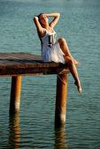 Beautiful girl on the lake — Stock Photo
