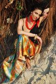 Krásná dívka v jasných šatičkách — Stock fotografie