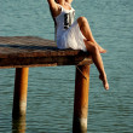 Beautiful girl on the lake — Stock Photo #13429952