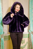 Beautiful brunette woman in fur coat — 图库照片