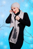 Vacker flicka i vinterkläder — Stockfoto