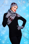 Hermosa chica en ropa de invierno — Foto de Stock