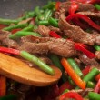 Cooking beef, capsicum and bean stirfry in wok — Stock Photo