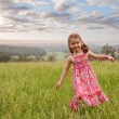 Foto Stock: Girl walking in long grass