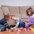 enfants d'âge préscolaire, jouer avec des blocs — Photo