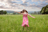 Girl running through long grass — Stock Photo