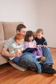 Dad reading story to kids — Stock Photo