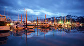 Seward marina alaska city skyline land midnattssolen — Stockfoto