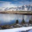 Columbia River Flows After Fresh Snow — Foto Stock