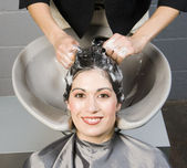 Attractive Woman Gets Spa Salon Shampoo and Conditioning — Stock Photo