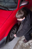 Auto Technician Uses Breaker Bar Loosening Lug Nuts on Car — Stock Photo