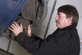 Automotive Technician Manually Pulls Rotor Checking Brakes Auto Repair Shop — Stock Photo
