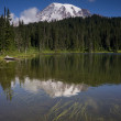 Vertical Composition Mt. Rainier Mirrored Reflction Lake Cascade — Stock Photo