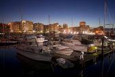 Gece düştüğünde demirli marina thea foss suyolu tacoma tekneler — Stok fotoğraf