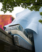 Seattle Monorail Emerges After Traveling Through Experience Music Project — Stock Photo