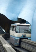 Seattle Monorail Train Emerges Traveling Through Experience Music Project — Stock Photo