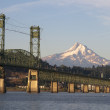 Bridge over Columbia to Hood River Oregon Cascade Mountian — Stock Photo