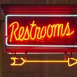 Red Neon Restrooms Sign Indoor Signage Arrow Pointing — Stock Photo