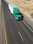 Over the Road Transport Semi Truck Hauling Cargo Containier Free — Stock Photo