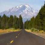 California Highway Heads Toward Mountain Landscape Mt Shasta Cascade Range — Stock Photo #32723727