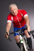 Pedais proprietário bicicleta montada manter ajustar a engrenagem da caixa de velocidades shifter — Foto Stock