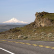 Two Lane Highway Reveals Mt Hood Cascade Range Landscape — Stock Photo