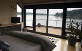 Home Interior Bedroom Sliding Glass Doors Deck Harbor Boat Nautical — Stock Photo