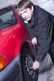 Automotive Technician Auto Mechanic Loosens Lug Nut Front Tire — Stock Photo