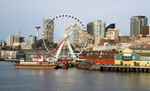 Waterfront Piers Dock Buildings Needle Ferris Wheel Seattle Elliott Bay — Stock Photo