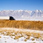 Semi Truck Speeding down Utah Highway Winter Wasatch Mountains — Stock Photo