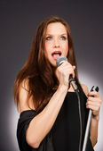 Attractive Brunette Female Musical Vocalist Karaoke Singer Audio — Stock Photo
