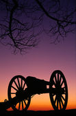 War Memorial Wheeled Cannon Military Civil War Weapon Dusk Sunset — Stock Photo