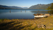 Row Boat Shoreline Lake Quinault Olympic National Forest — Stock Photo