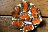 Sanduíches com caviar vermelho — Fotografia Stock