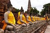 Buddha statue in Wat Yai Chai Mongkol. public temple in Ayuttaya — Foto de Stock