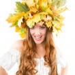 Beautiful fall woman. close up portrait of girl with  autumn wreath of mapl — Stock Photo