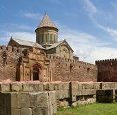 Panorama della vecchia cattedrale ortodossa in mtskheta vicino tbilisi - più fam — Foto Stock