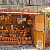 Show-window with ceramic souvenirs in the market in Tbilisi, Georgia — Stock Photo