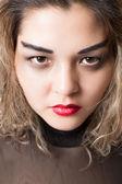 Portrait de femme agressive passionnée sur fond blanc isolé — Photo