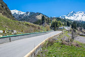 Nature: snow, road, mountains in gorge in Almaty, Kazakhstan, Medeo — Stock Photo